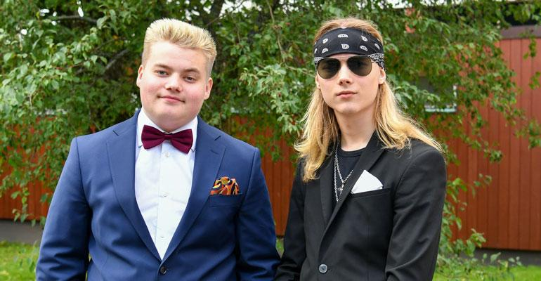 Matias ja Mikael Mikkonen ovat ylpeitä Nina-äidistään.