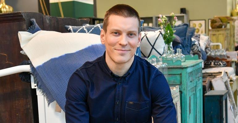 Antti Holma on vieraana omassa kodissaan.