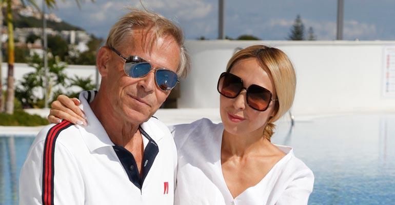 Topi ja Nadja Sukari viihtyivät häämatkalla.
