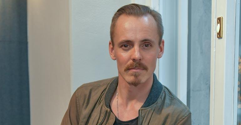 Jasper Pääkkönen asuu edelleen Helsingissä.