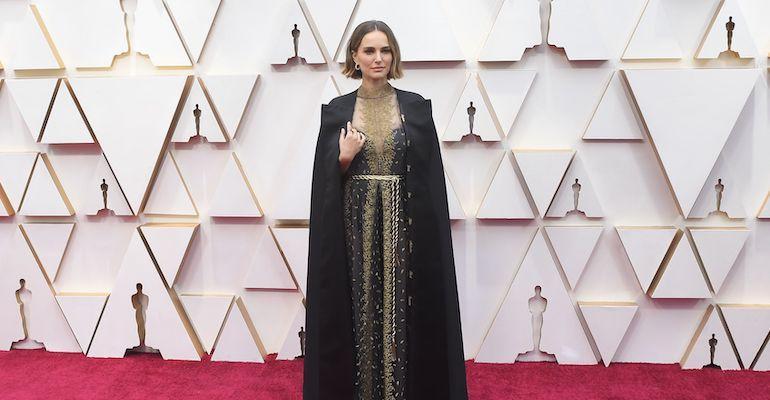 Natalie Portmanin viitta sai paljon huomiota.