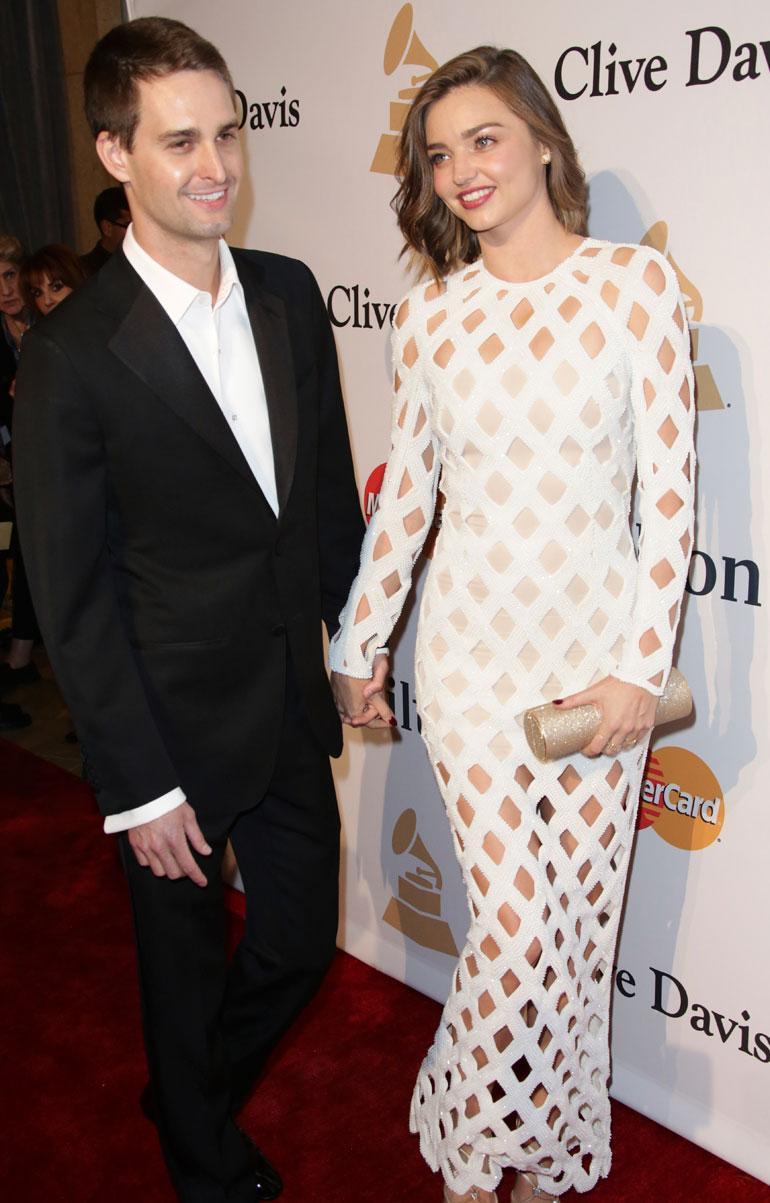 Miranda Kerr ja Evan Spiegel poseeraavat