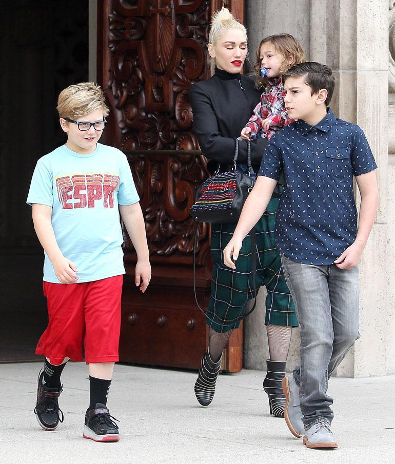 Gwen Stefani poikiensa kanssa Los Angelesissa tammikuussa 2017