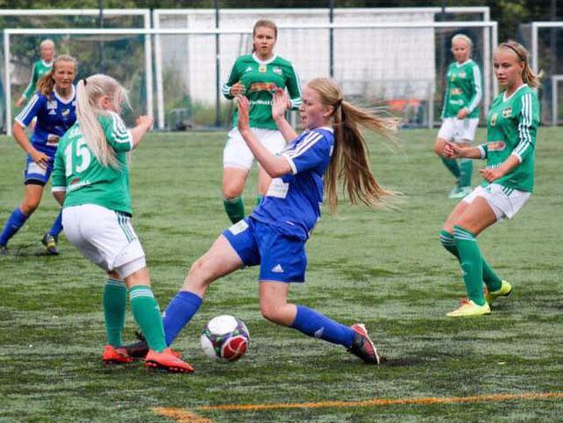 Cobran 15-vuotias Jennifer-tytär loistaa jalkapallossa B-nuorten SM-sarjassa.