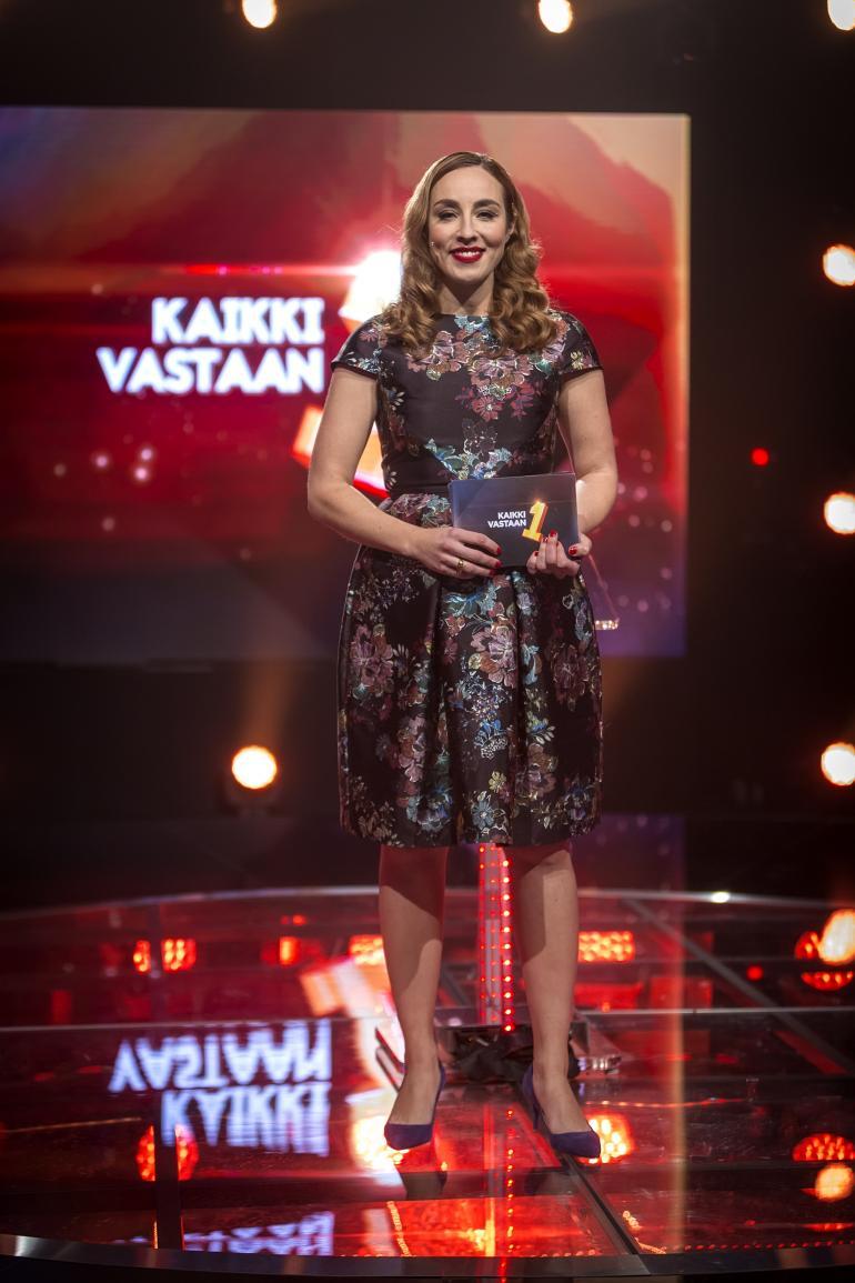 Anni Hautala myöntää jännittävänsä livelähetyksiä.