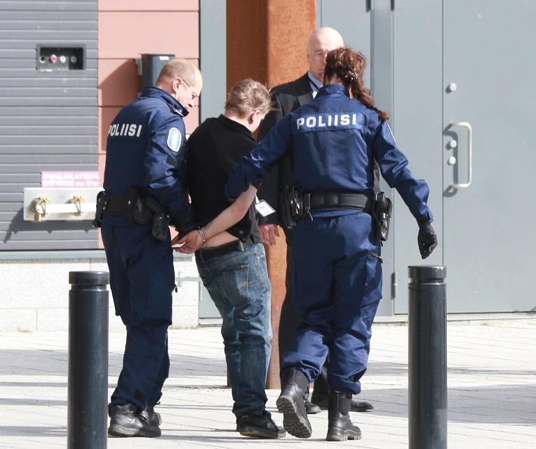 Poliisi poimi häirikön.