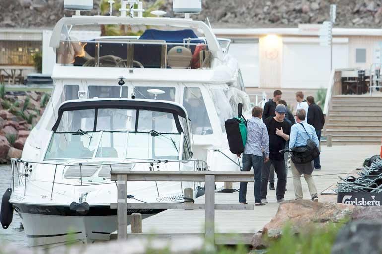 Janne Niinimaa johdatti jatkoporukan Teemun veneelle.