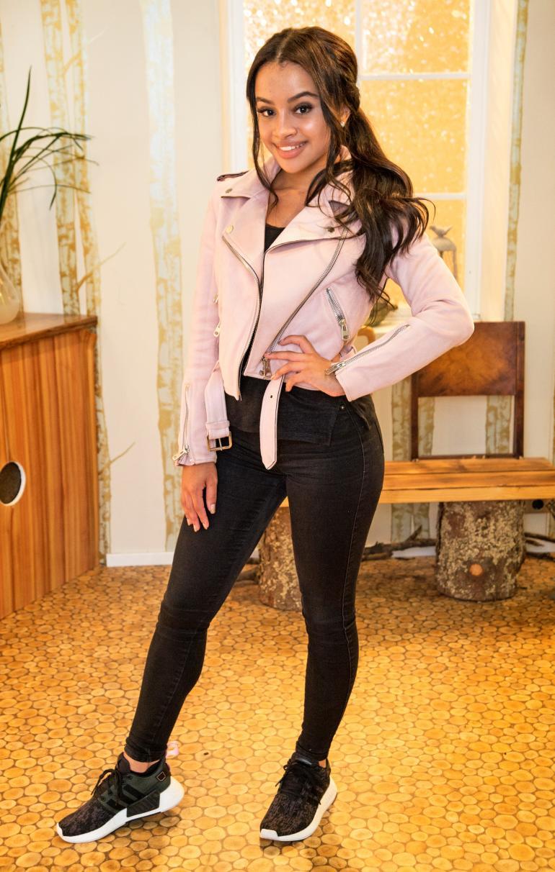 19-vuotias Eva edustaa tamperelaista näyttelijä- ja tanssitaitoa.