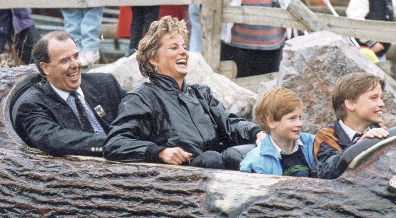 Diana viihtyi huvipuistoissa lastensa kanssa.