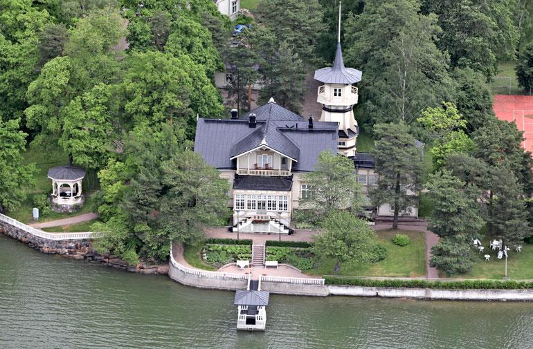 Juha Sipilän tyttären häät järjestettiin pääministerin virka-asunnolla Kesärannassa, Helsingin Meilahdessa.