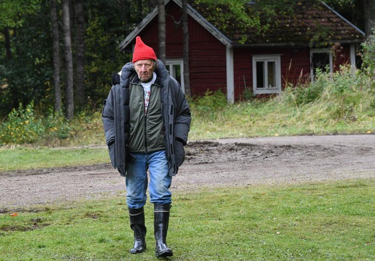 Sulevi Peltola, 70, esittää Kolehmaisen ukkoa, jonka kotitalo möllöttää Mielensäpahoittajan pellon takana. – Minä olen vain sellainen marginaalihahmo. Se on tuo Heikki, joka joutuu tekemään suuremman työn, vaatimaton Sulevi kuittaa.