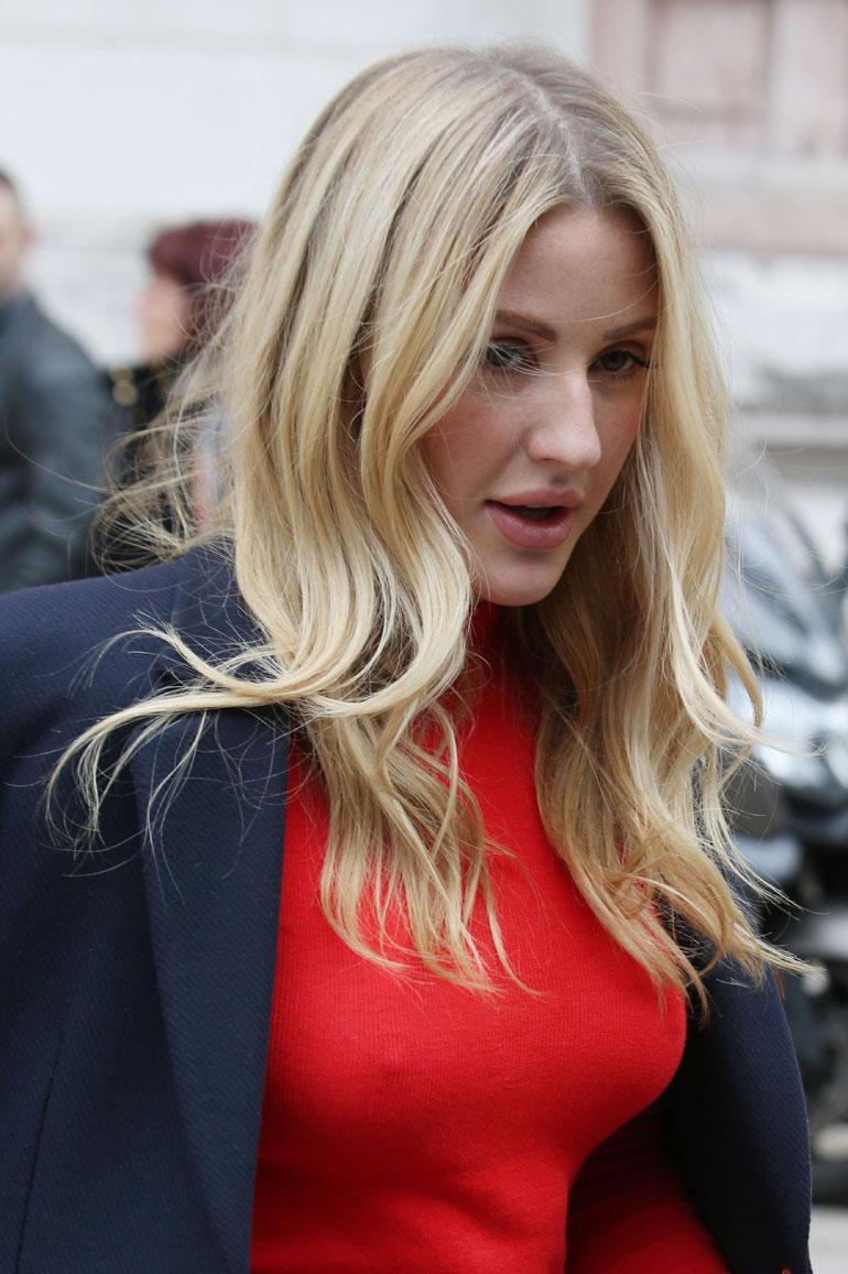 Ellie Goulding lähikuvassa Pariisin muotiviikoilla