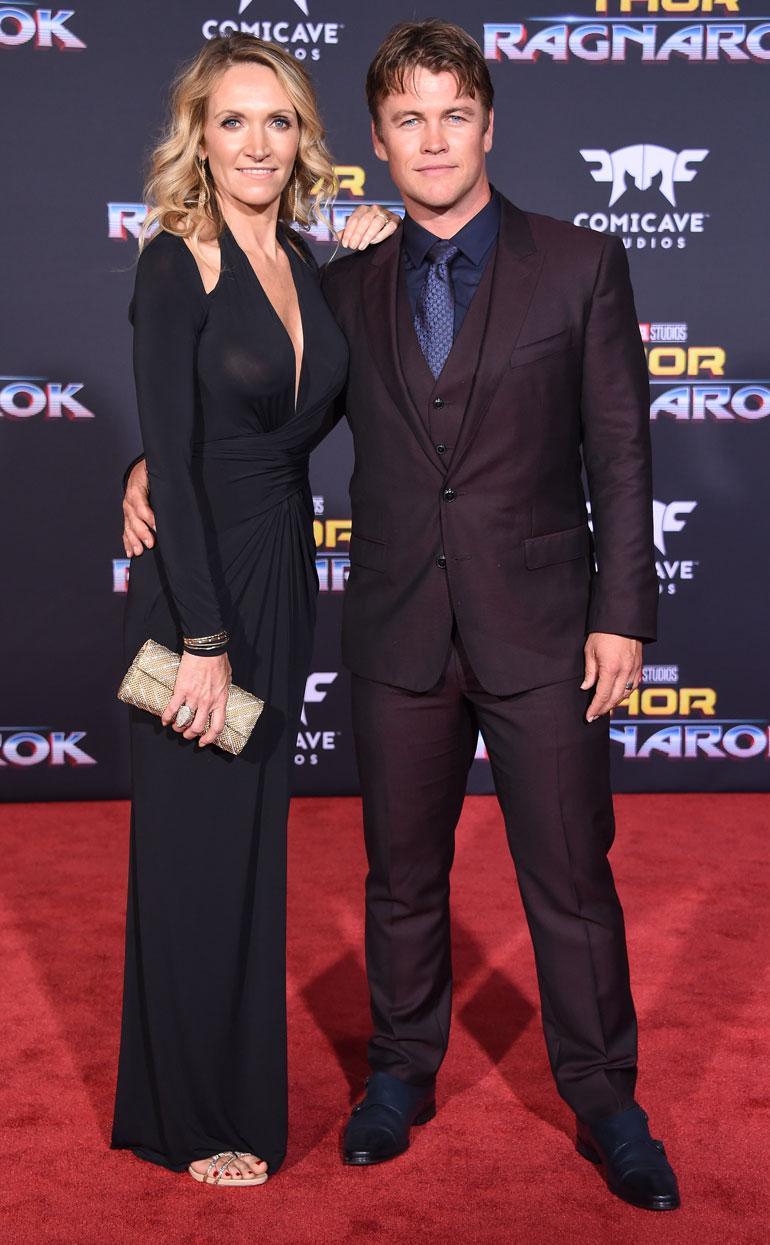 Luke Hemsworth ja Samantha-vaimo ensi-illassa.