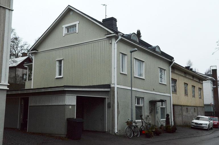 Juha asuu puolisonsa kanssa Tampereen Pispalassa.