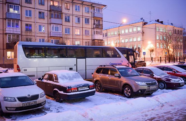 Jokerit saapuu yksityisbussilla lentokentältä suoraan hotellille.