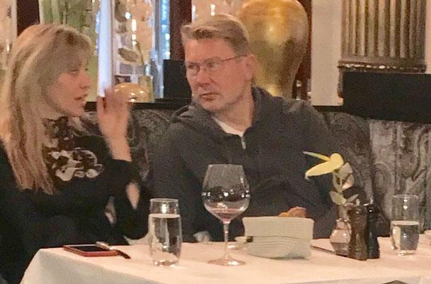 Mika Häkkinen ja hänen Marketa-vaimonsa Linnan juhlissa 2017.