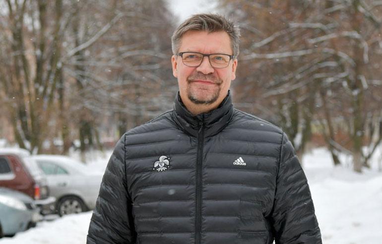Jukka Jalonen vertaa Eeli Tolvasen laukauksen laatua Patrik Laineen hirmukutiin.