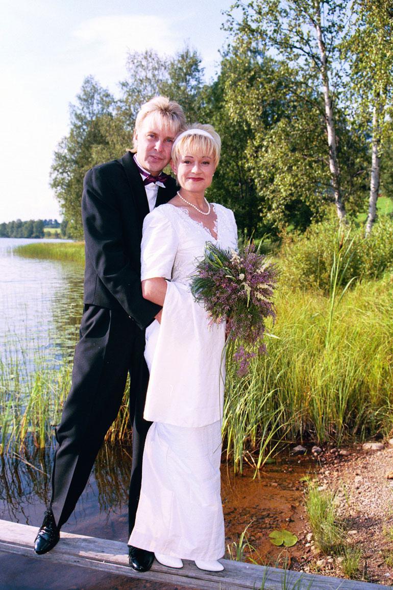 Matti todisti jo 22 vuotta sitten ennakkoluulottomuutensa ja otti käyttöön kolmannen vaimonsa, Sari Paanalan sukunimen.