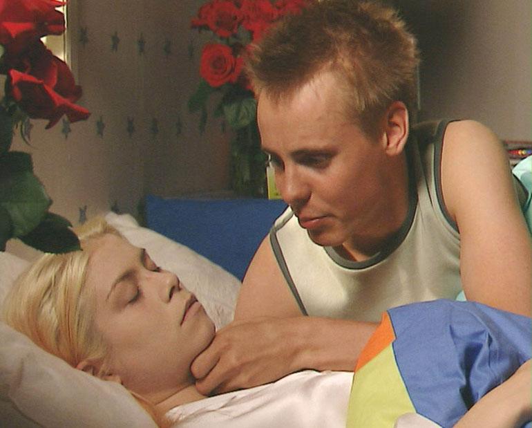 Miian kuolema oli järkyttävä juonenkäänne 2002. Jasper Pääkkösen esittämä Saku Salin oli kuolinvuoteella.