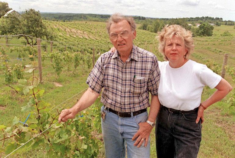 Madonnan 86-vuotias Tony-isä pyörittää Michiganissa viinitilaa Joan-vaimonsa kanssa.