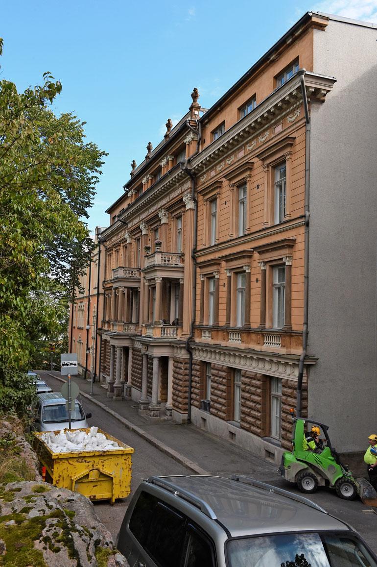 Anne on jäänyt asumaan Helsingin Ullanlinnassa sijaitsevaan asuntoon, jonne Kukkohovit muuttivat vuonna 2013.