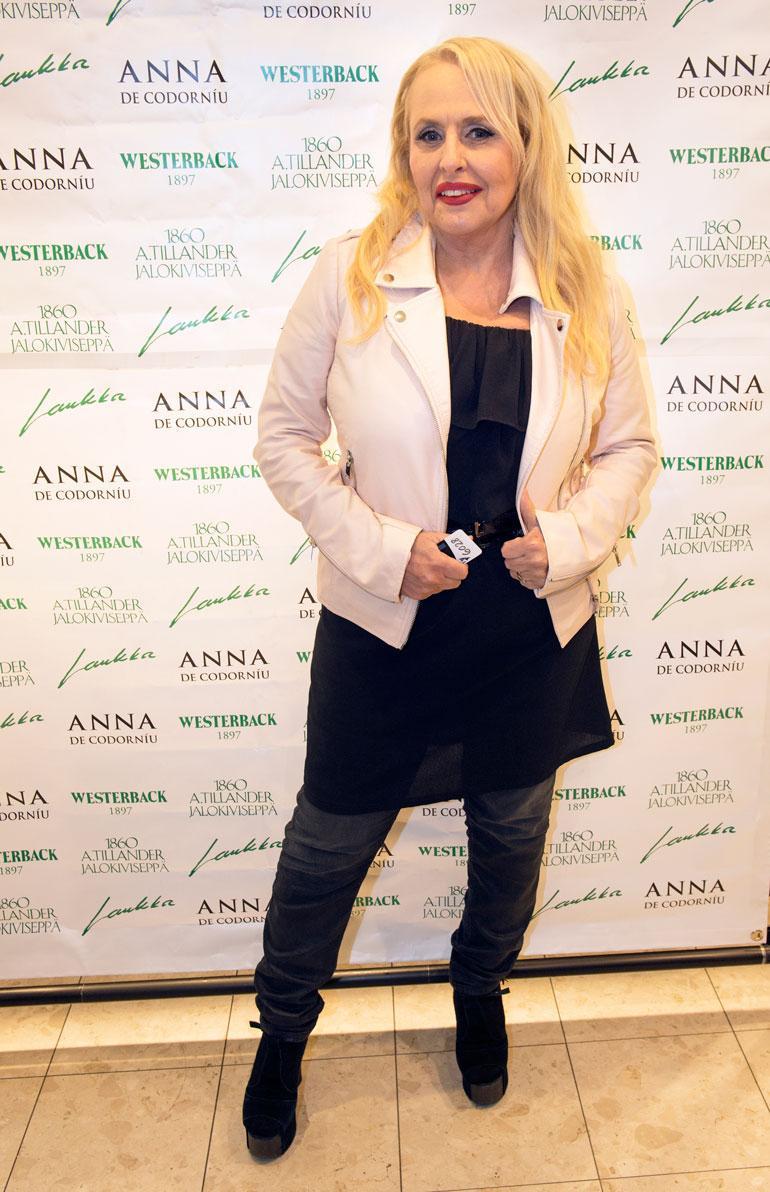 Laulaja Maarit Hurmerinta juhli ilman tytärtään, laulaja Jannaa. – Olimme Jannan kanssa viisi päivää Teneriffalla ennen Emma-gaalaa. Pyysimme Samia mukaan, mutta hän jäi kotiin tekemään kappaleita uudelle levyllemme, Maarit hehkutti.