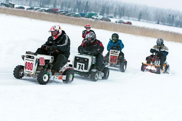 Lavialla kaasutteli 42 joukkuetta seitsemästä eri maasta Karhijärven jäällä.