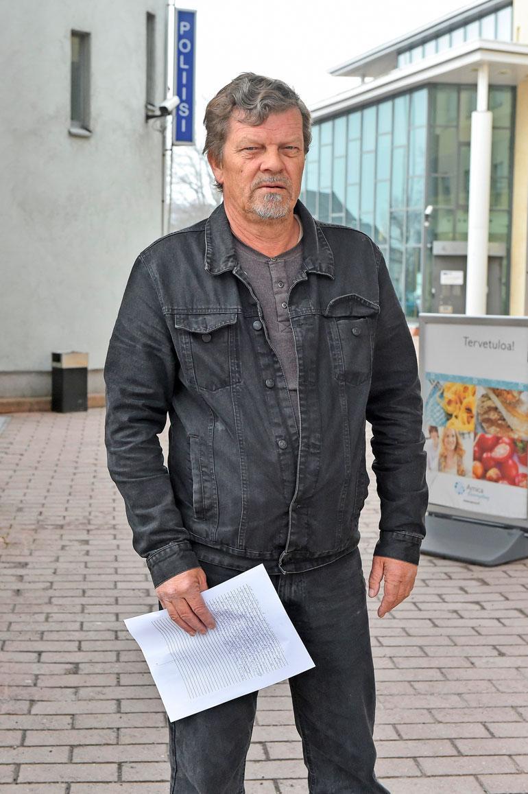 Ari Andersson oli baarikahakan jälkeen yli kuukauden sairauslomalla, koska sai muun muassa murtuman alimpiin kylkiluihin. Hänkin on tehnyt rikosilmoituksen sekä Espanjan että Suomen poliisille.