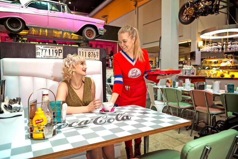 Seiska tapasi Cherryn hämeenlinnalaisessa Fifth Avenue -ravintolassa.