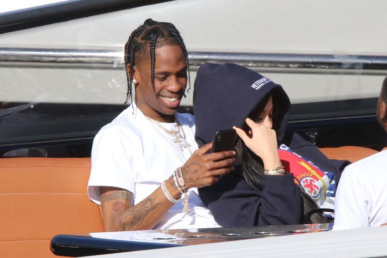 Travis Scott ja Kylie Jenner veneellä.