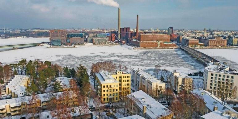 Loft-asunnon kolmannesta kerroksesta avautuu näkymä yli Lauttasaarensalmen.