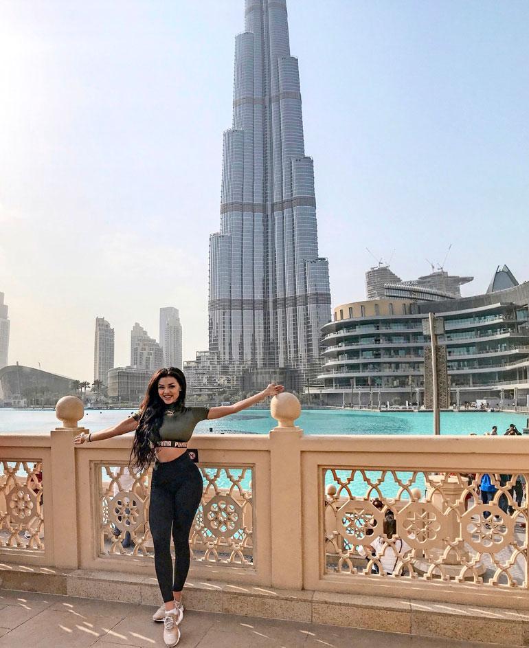 Cheyenne ja maailman korkein rakennus, 828 metriä korkea Burj Khalifa.