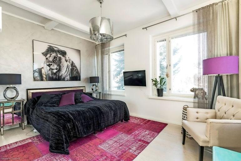 Pariskunta osti makuuhuoneen leijonataulun aikoinaan Pariisista.