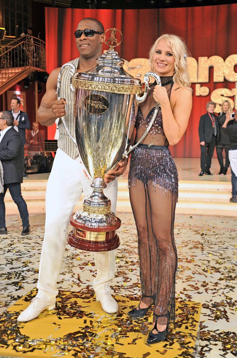Veera voitti kisan sokean tanssiparinsa Oney Tapian kanssa viime vuonna.