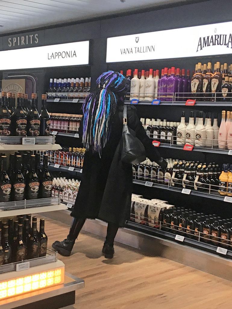 Sofi Oksanen osti viinaa.