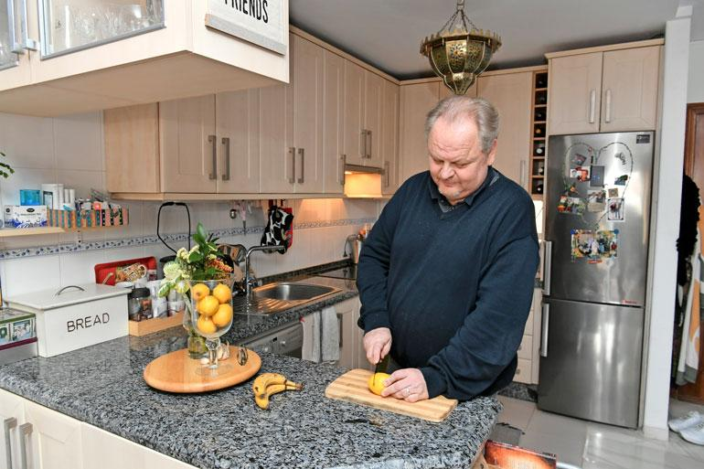 Antti on perheen ruoanlaittaja. – Rakastan ruokaa, ravintoloitsijanakin kunnostautunut Antti sanoo.
