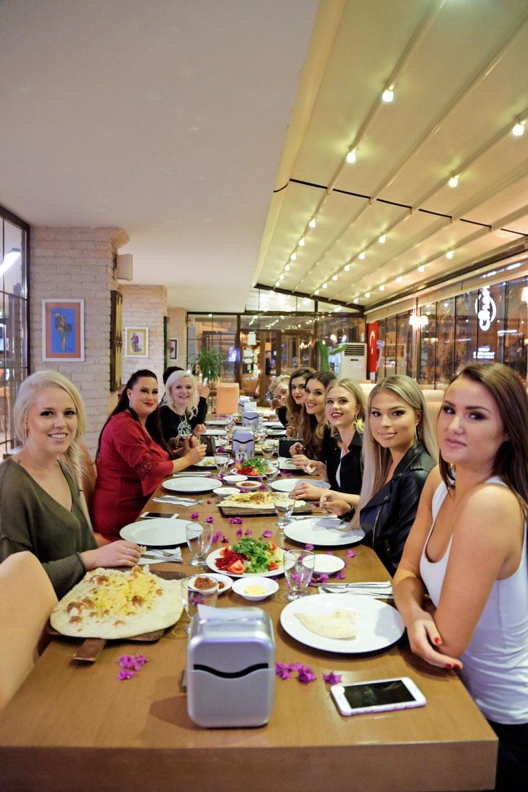 Turkissa mukana olivat (vasemmalta oikealle)Aleksandra Kantola, Niina Kuhta, Sunneva Kantola, Adriana Gerxhalija, Michaela Söderholm, Pihla Koivuniemi, Essi Unkuri ja Beata Papp.