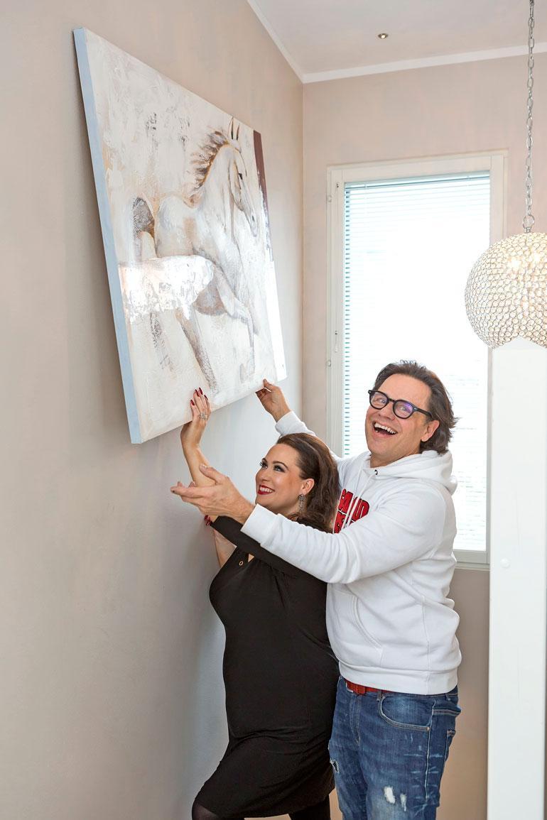 Teuvo Loman on ollut suurena apuna asunnon remontoinnissa. – Teuvo on alan rautainen ammattilainen, Niina sanoo.