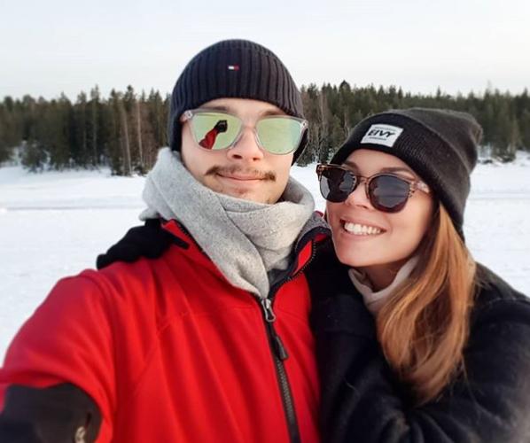 Yhteistä onnea! Viivi Pumpanen julkaisi pääsiäisenä itsestään ja rakkaastaan Otso Rantakarista aurinkoisen yhteiskuvan.