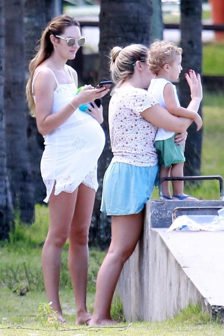 Victoria`s Secret -malli Candice Swanepoel odottaa toista lastaan.