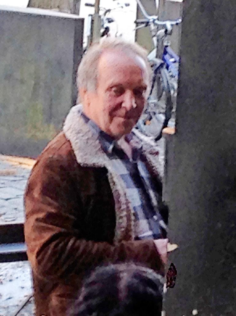 Tarkkasilmäinen Seiskan lukija bongasi Teuvon Pommi-baarin terassilta Jyväskylästä. Teuvo väitti Seiskalle olleensa selvinpäin, vaikka silminnäkijät ovat toista mieltä.