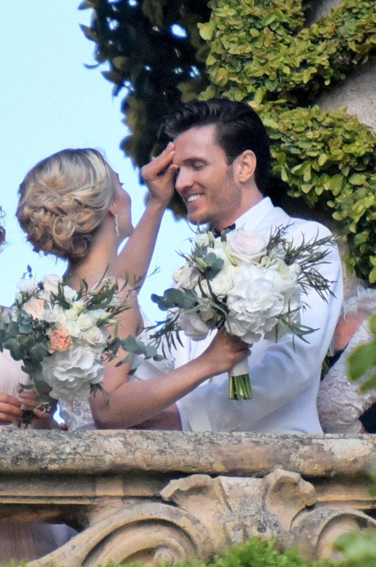 Taitoluistelija Kiira Korpi ja Arthur Borges kävivät ensitreffeillä Italiassa – nyt he avioituivat siellä.