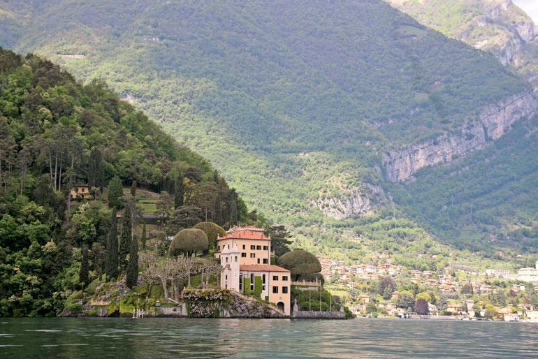 Villa del Balbianello on näyttävä huvila Como-järvellä. Huvilalta on upeat maisemat, joita kelpaa ihailla hääjuhlan aikana.