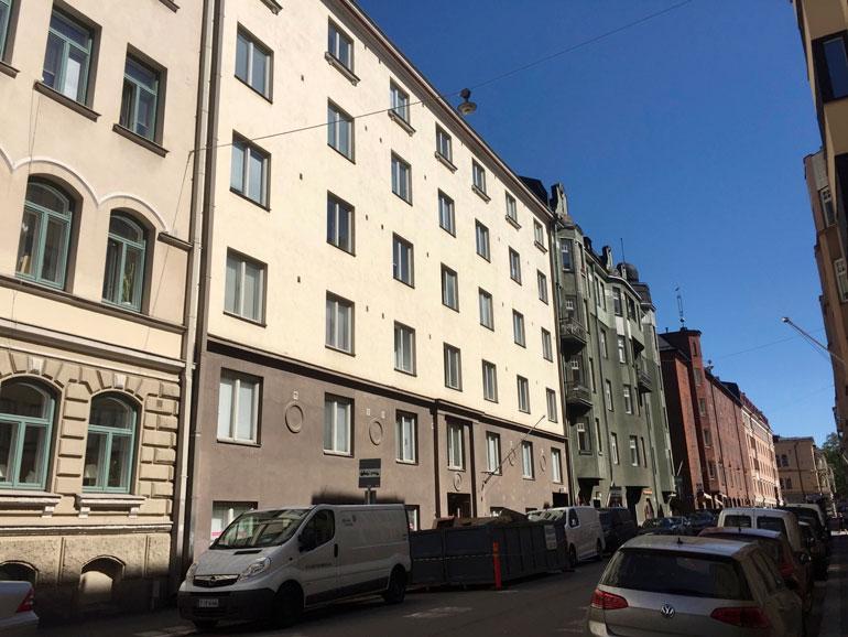 Vapun perheen uusi koti sijaitsee keskeisellä paikalla vain kilometrin päässä Helsingin ydinkeskustasta. Saman verran matkaa on merenrantaan.
