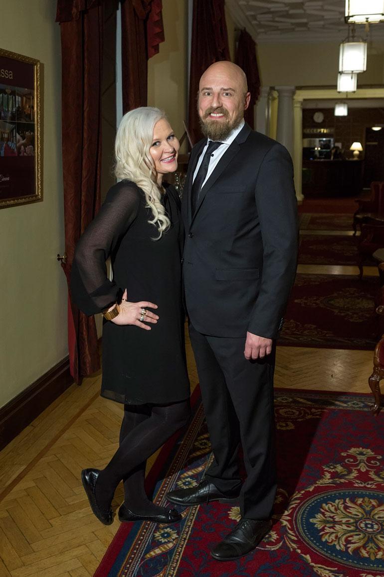 Sunneva ja Harri poseerasivat keväällä Seiskalle Miss Plus Size -finaalissa.