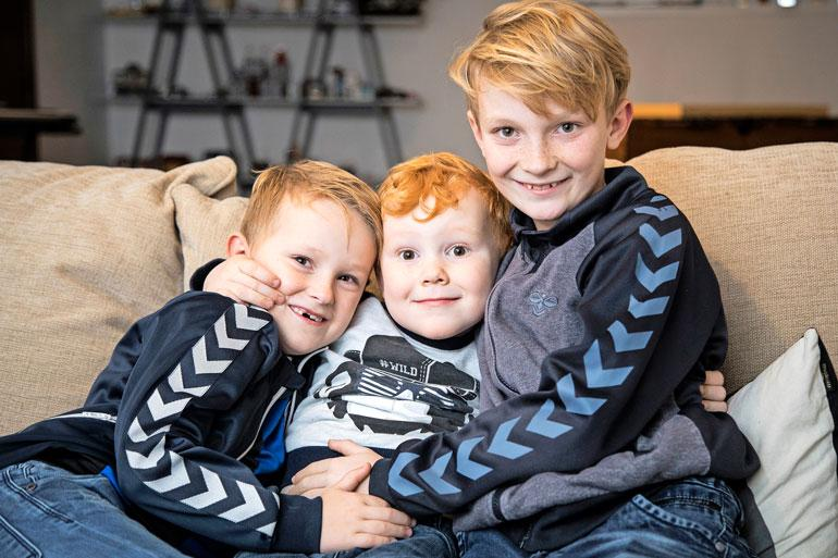 Kathrinen ja Michaelin kolme poikaa elävät vihdoin normaalia arkea, kun Noah (vas.)päihitti syövän.