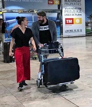 Joni ja Janette lentokentällä.