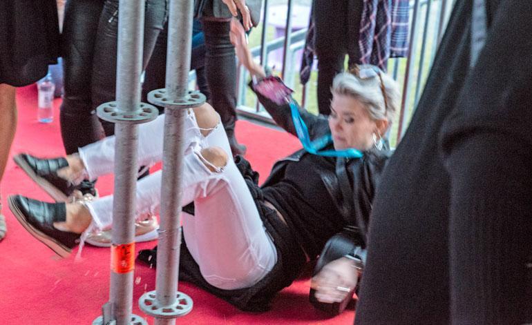 Susanna Koski kaatui rähmälleen.