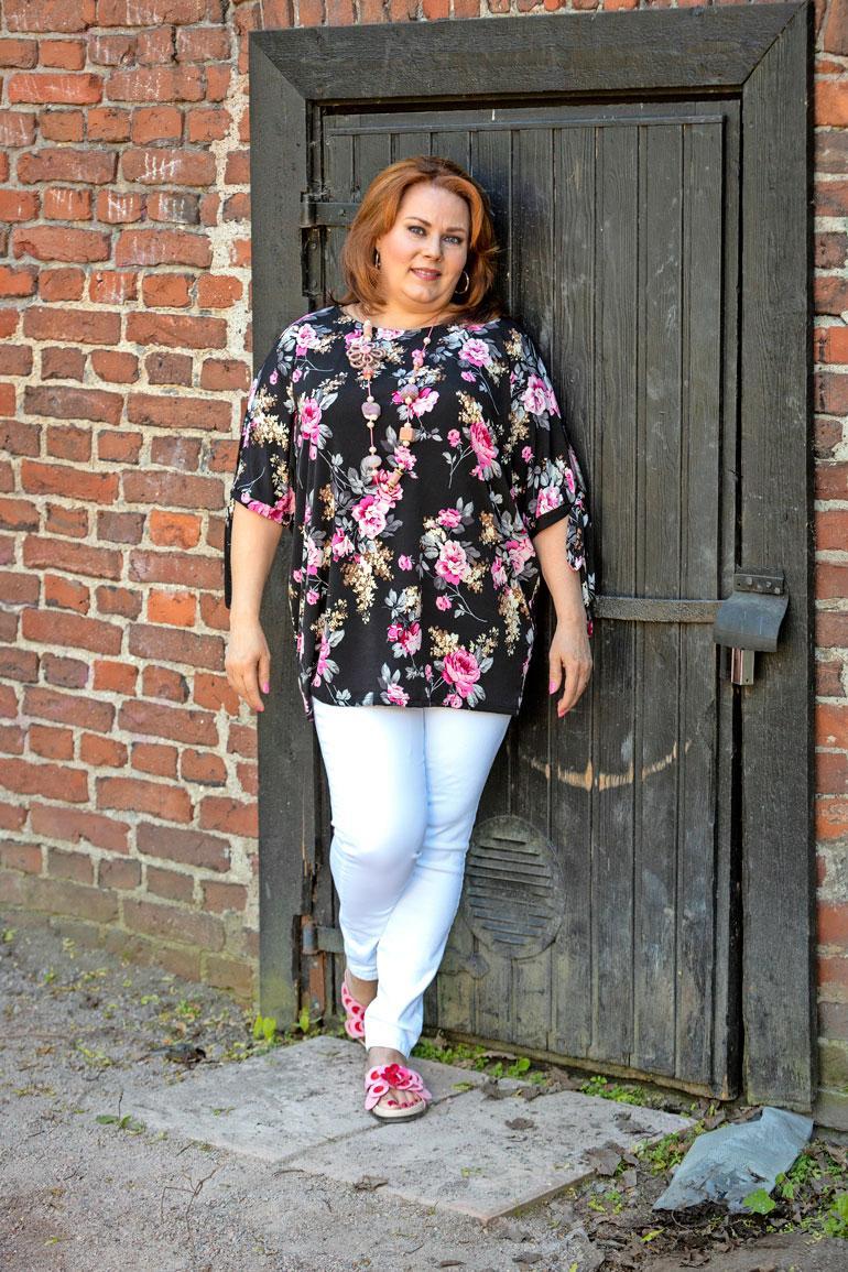 Fashion at Home -nettivaatekauppaa pyörittävä Eija Nyman halusi ystävänsä Ninan katalogimalliksi. – Tämän on ollut hauskaa ja mielenkiintoista!