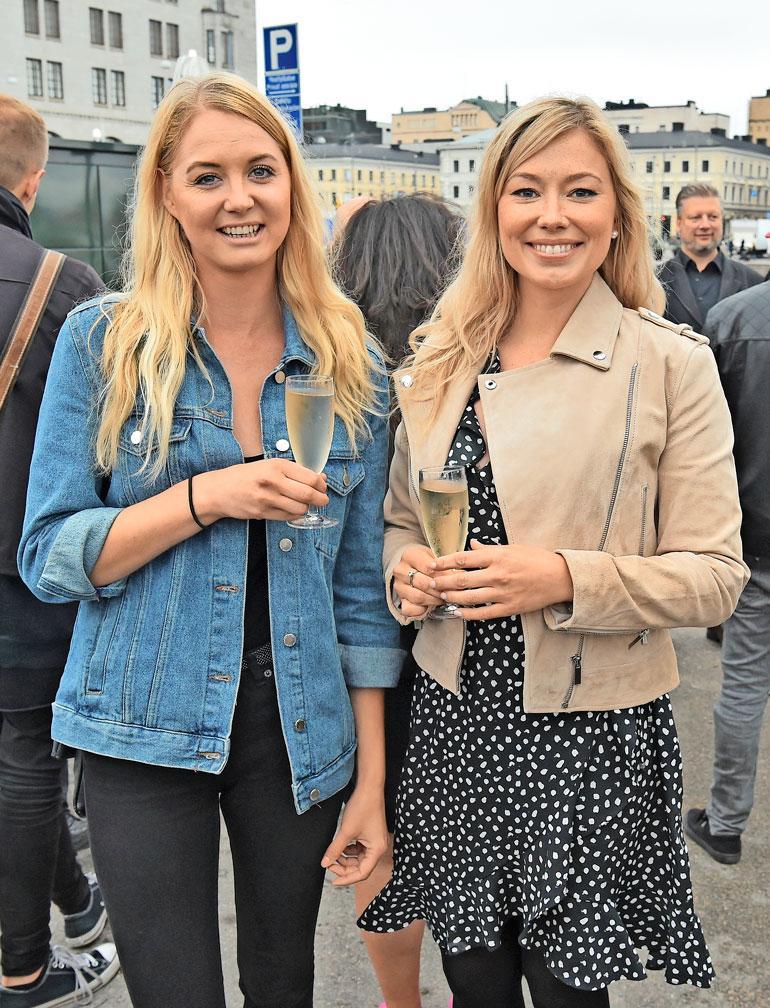 Jenny ystävystyi Sadun (vas.) kanssa, joka vei ensimmäisellä kaudella Juha Rouvisen sydämen. – Suhteemme kesti vain muutaman kuukauden, Satu kertoo.